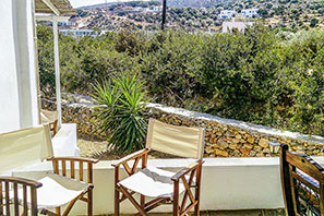 Spacious balcony at Studios Giannakas in Sifnos