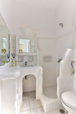 Rooms with modern bathroom at Sifnos