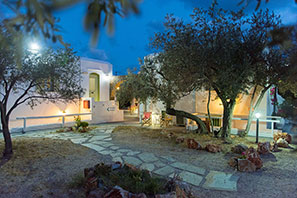 Night picture at Studios Giannakas in Sifnos